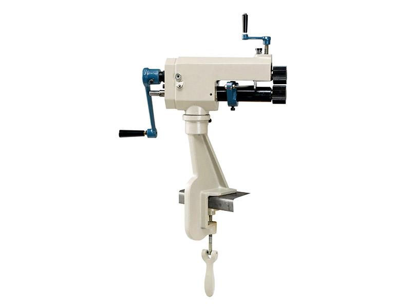 Machines de bridage manuel et machines à former des moulures