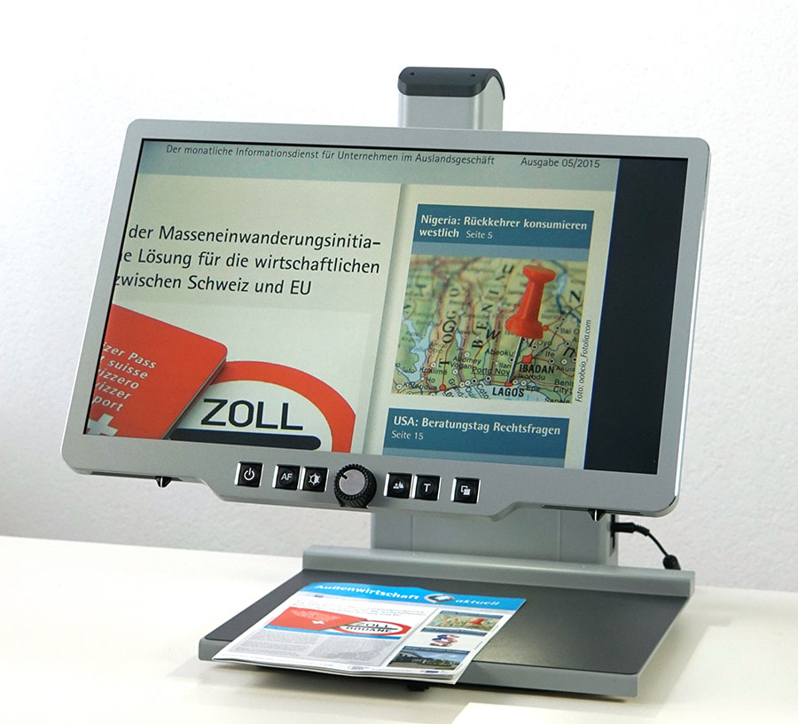 Desktop magnifiers for visually impaired with extensive software